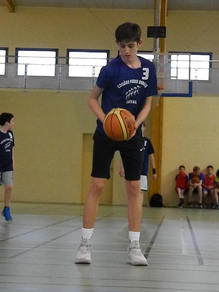 nouveaux styles 6f370 8d653 Des « géants » aux départementaux de basket